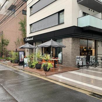 2件隣にはカフェもあります。