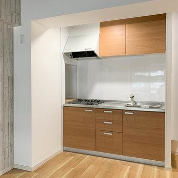 【LDK】キッチンへ。冷蔵庫は柱横に。