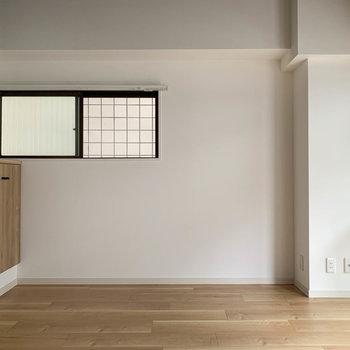 【洋室】約4.5帖。寝室にぴったしなサイズ感です。
