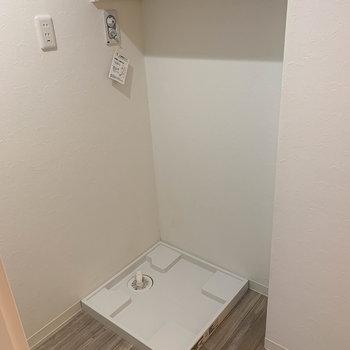 入って左に洗濯機置き場。