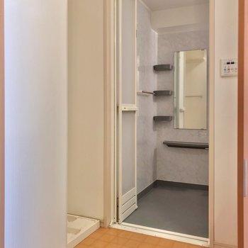 脱衣所もゆったり。 (※写真は3階の同間取り別部屋のものです)