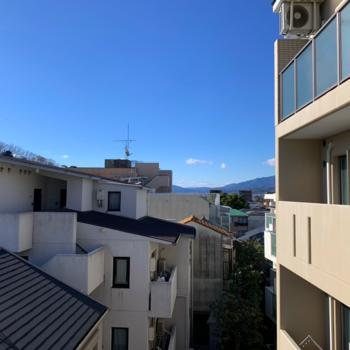 【洋室②】小窓からの眺望