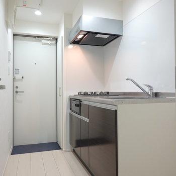 吊戸棚が無いので開放的!食器類は居室にラックなどで収納するのもオススメ。(※写真は1階同間取り別部屋のものです)