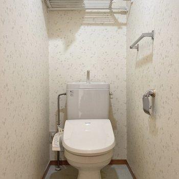 トイレは個室です。玄関廊下にあります。※クリーニング前です