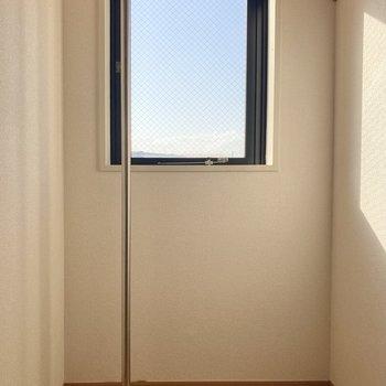 【WIC】窓が付いているので換気ができます◎