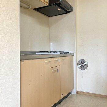 【K】キッチンは奥まったところに。