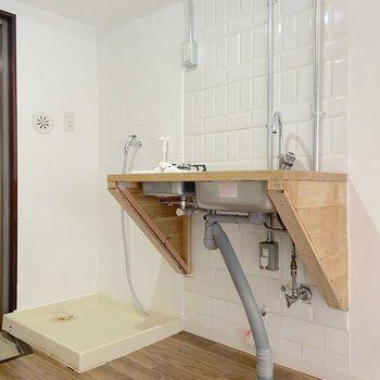 キッチンのお隣は洗濯機置場です