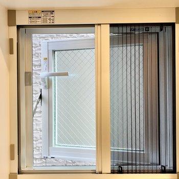 水回りにある小窓は、少ししか開かず網戸にもできるので開けっぱなしでも安心です。