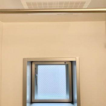 小窓や換気扇が付いています◎