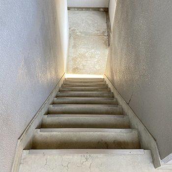 エレベーターがないので4階まで階段で。段数は少なめです!