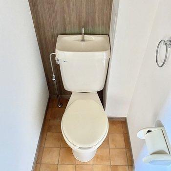 トイレもオシャレ〜ミニ本棚でも置きたくなるな〜