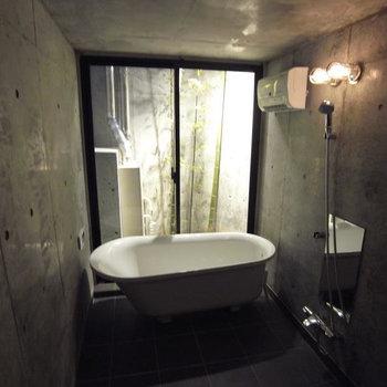 共用のお風呂、スタイリッシュですね
