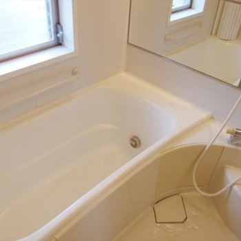 お風呂も贅沢にゆったり。