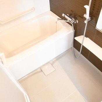 浴室はゆったりした広さです。乾燥機つきですよ◎