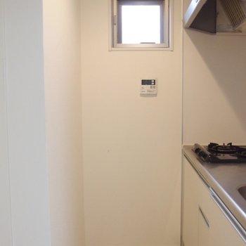 キッチン前には仕切り扉があります〜
