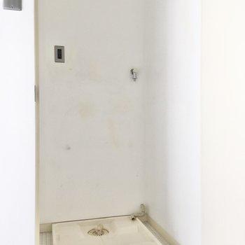 室内洗濯機置き場はドアで目隠しが可能。