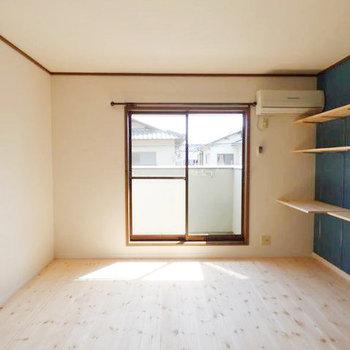 お部屋の中は無垢材が気持ちいい素敵な空間。