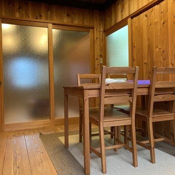 【洋室】そんな和室の横は、山小屋のような空間。