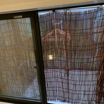 窓もありますよ〜。横の坪庭に繋がっています。