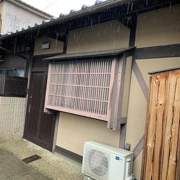 京の街中にひっそりと。