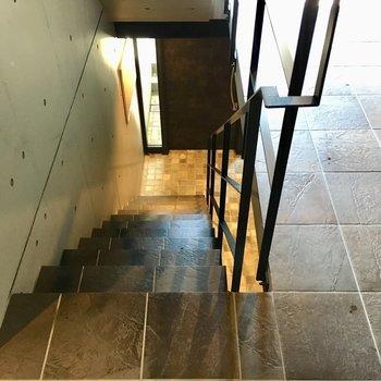 階段でお部屋まで。