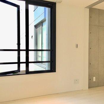 【寝室】バルコニーはありません。※写真は2階の同間取り別部屋のものです