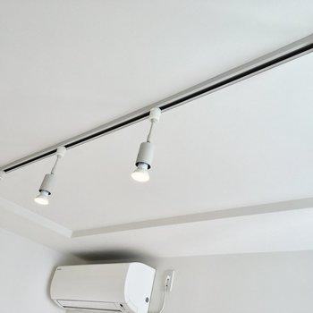 【寝室】スポットライトがいい感じ。LDKにも同じものが。※写真は2階の同間取り別部屋のものです
