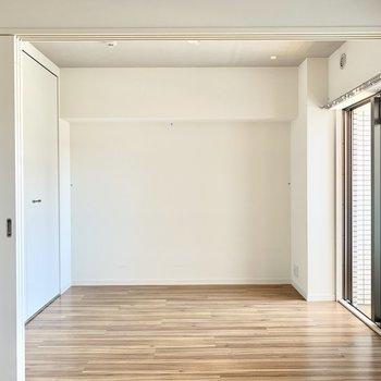 洋室は4.5帖。寝室として使いましょう。(※写真は2階の同間取り別部屋のものです)