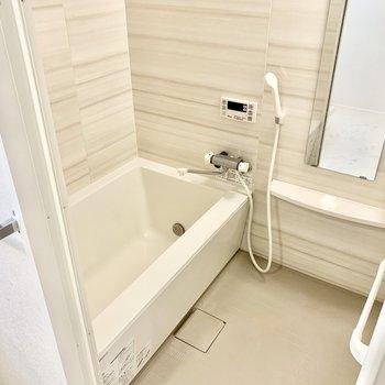 浴室乾燥機付いています!(※写真は2階の同間取り別部屋のものです)
