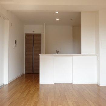 柔らかい雰囲気のお部屋です。(※写真は8階の同間取り別部屋のものです)