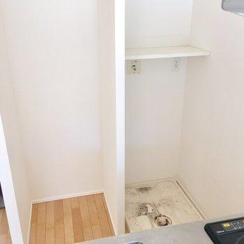 くるっと振り返って。洗濯機と冷蔵庫のスペース。※写真は前回募集時のものです