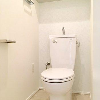 個室トイレは玄関の近くにあります。※写真は前回募集時のものです