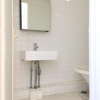 洗面台は浴室内にあります。※写真は前回募集時のものです
