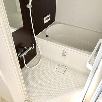 お風呂は追焚き、浴室乾燥機付きです◎(※写真は清掃前のものです)
