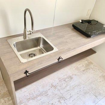 洗い場はコンパクトですが、調理スペースはしっかり◎ (※写真は清掃前のものです)