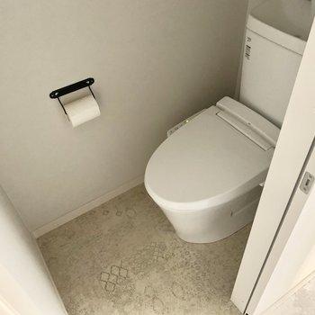 トイレはウォシュレット付きです。(※写真は清掃前のものです)