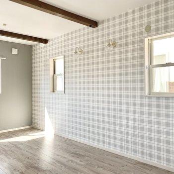 2階の洋室はなんと窓が3つ。日当たりしっかりめの明るいお部屋です。(※写真は清掃前のものです)