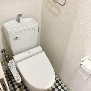 トイレはもちろんウォシュレット付き!(※写真は清掃前のものです)