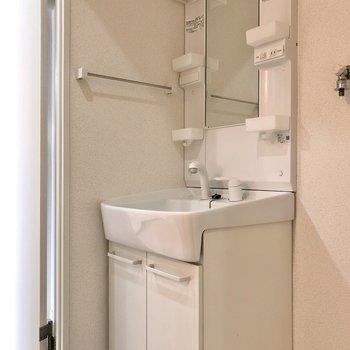 洗面台はしっかり独立タイプ。(※写真は清掃前のものです)