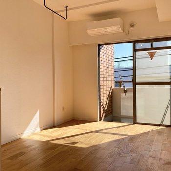 無垢床とお日様が織りなす素敵な空間◯