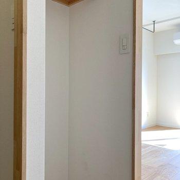 収納は廊下部分にありますよ。