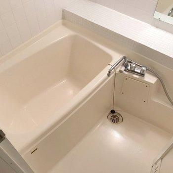 お風呂にはなんとTV付き。ついつい長風呂しちゃいそう…!(※写真は2階の同間取り別部屋のものです)