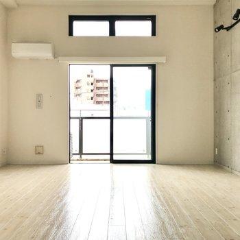 下の空間は天井が高くて開放感が…!(※写真は3階の同間取り別部屋のものです)
