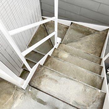3階のお部屋ですが、入り口が2階にあるので階段はそんなに上らずともお部屋に到着。