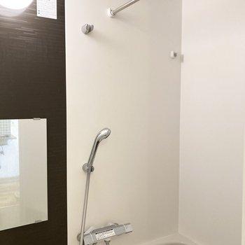 浴室乾燥機付きで雨の日のお洗濯も安心!※写真はクリーニング前のものです