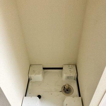 水回りはぎゅっとまとまっています。洗濯機置き場は廊下に。(※写真は清掃前のものです)