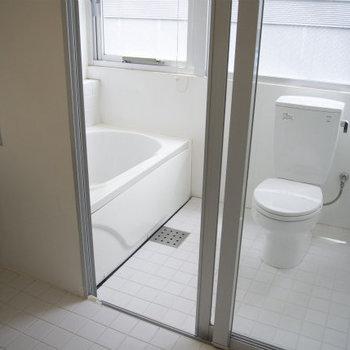 お風呂とトイレは一緒です※写真は5階同間取り・別部屋のものです。