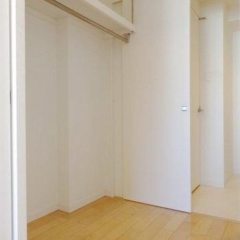 ウォークインクローゼット※写真は6階同間取り・別部屋のものです。