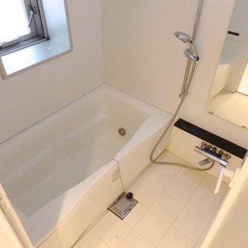 スピーカー付きのお風呂※写真は6階同間取り・別部屋のものです。