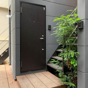 玄関前はこんな感じのスペースです。